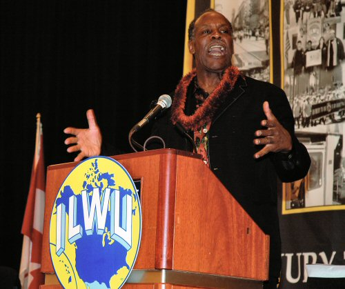 Danny Glover speaking at the 2006 ILWU Convention